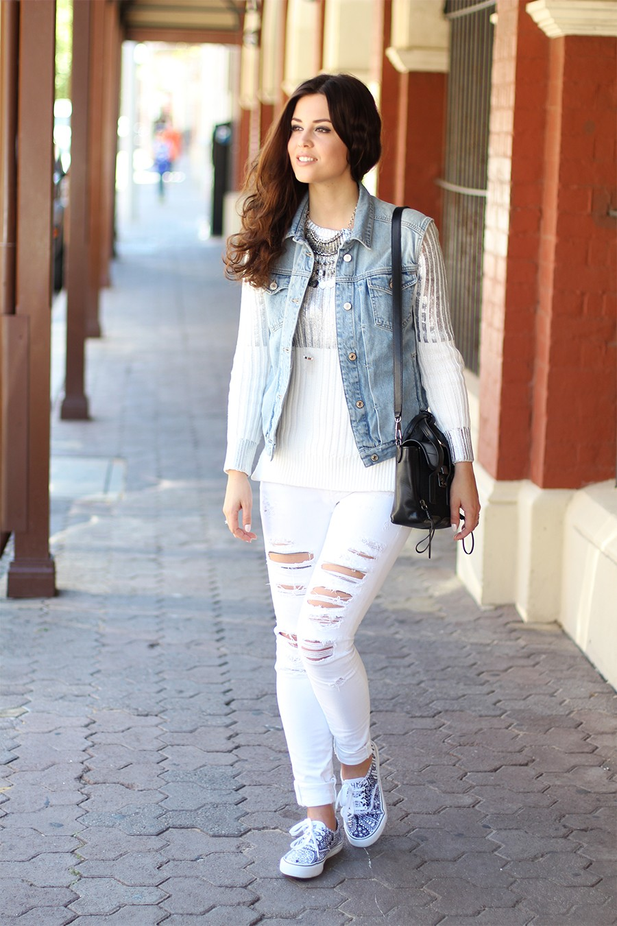 casual-white-outfit
