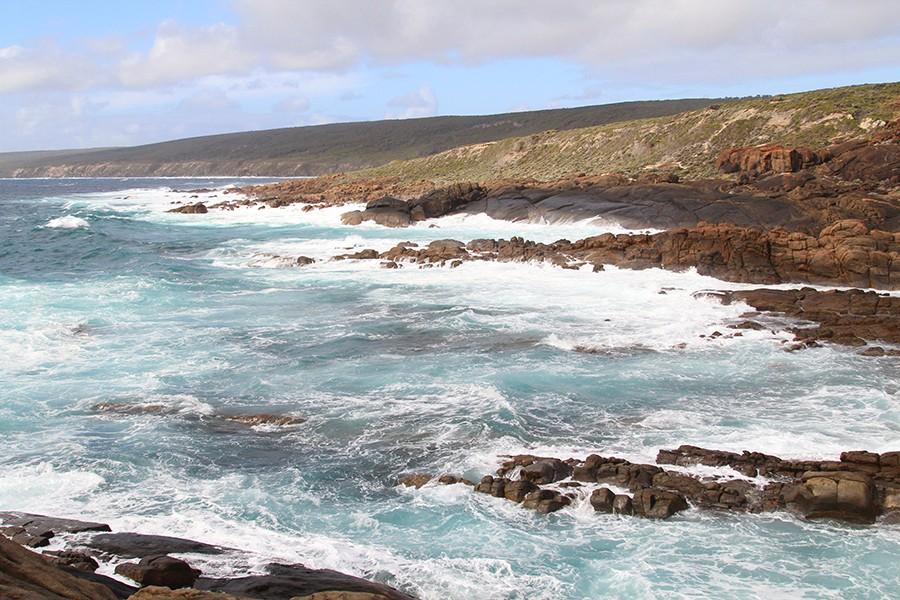 yallingup-beach-cliffs
