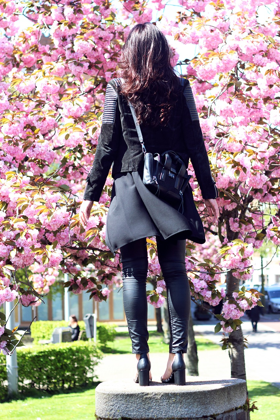 all-black-layered-outfit