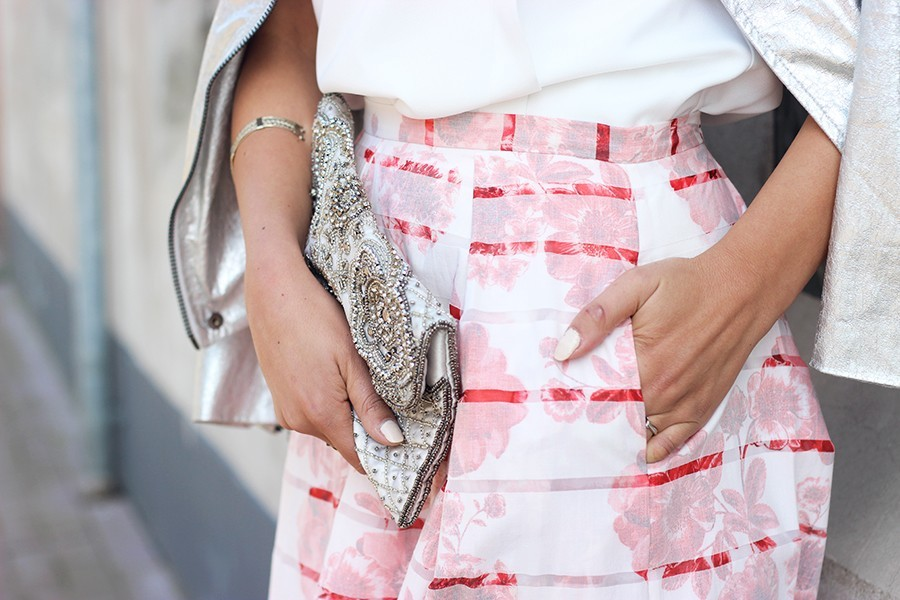 embroidered-clutch