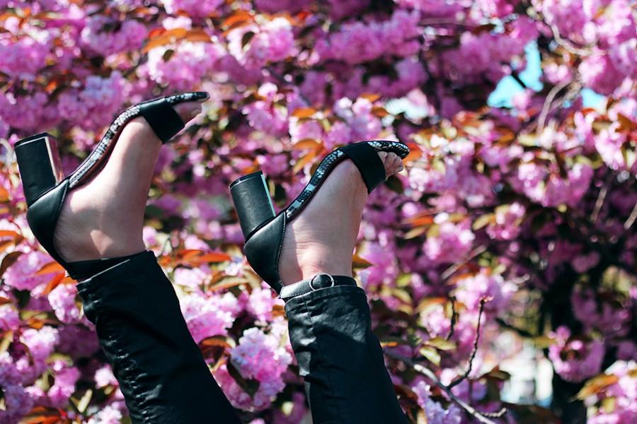 oasis-black-sandals