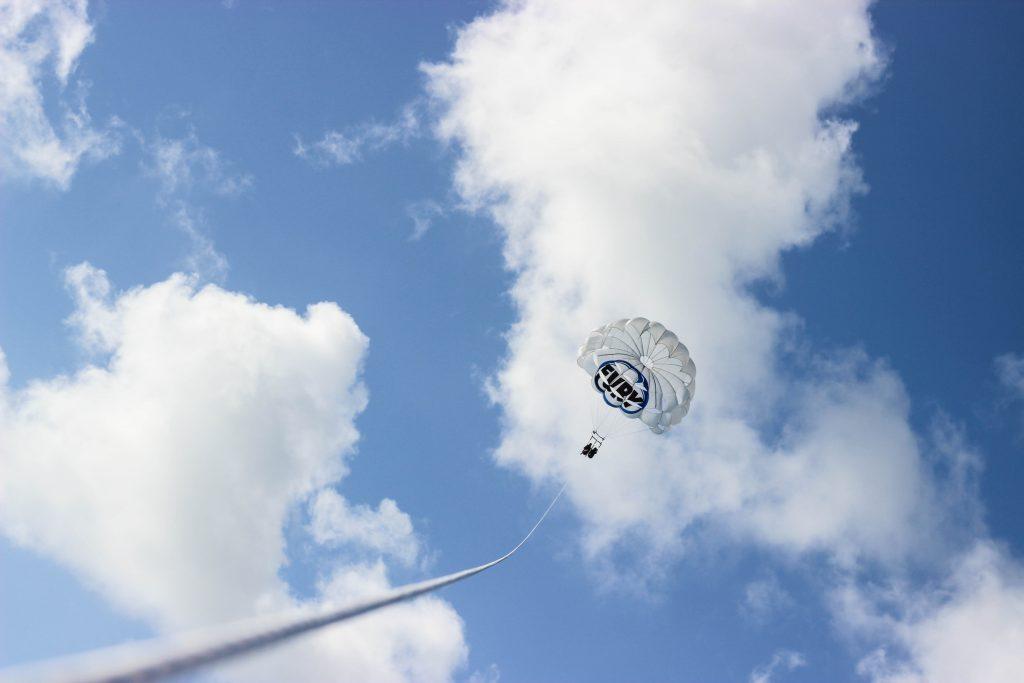 parasailing-air-clouds-keywest