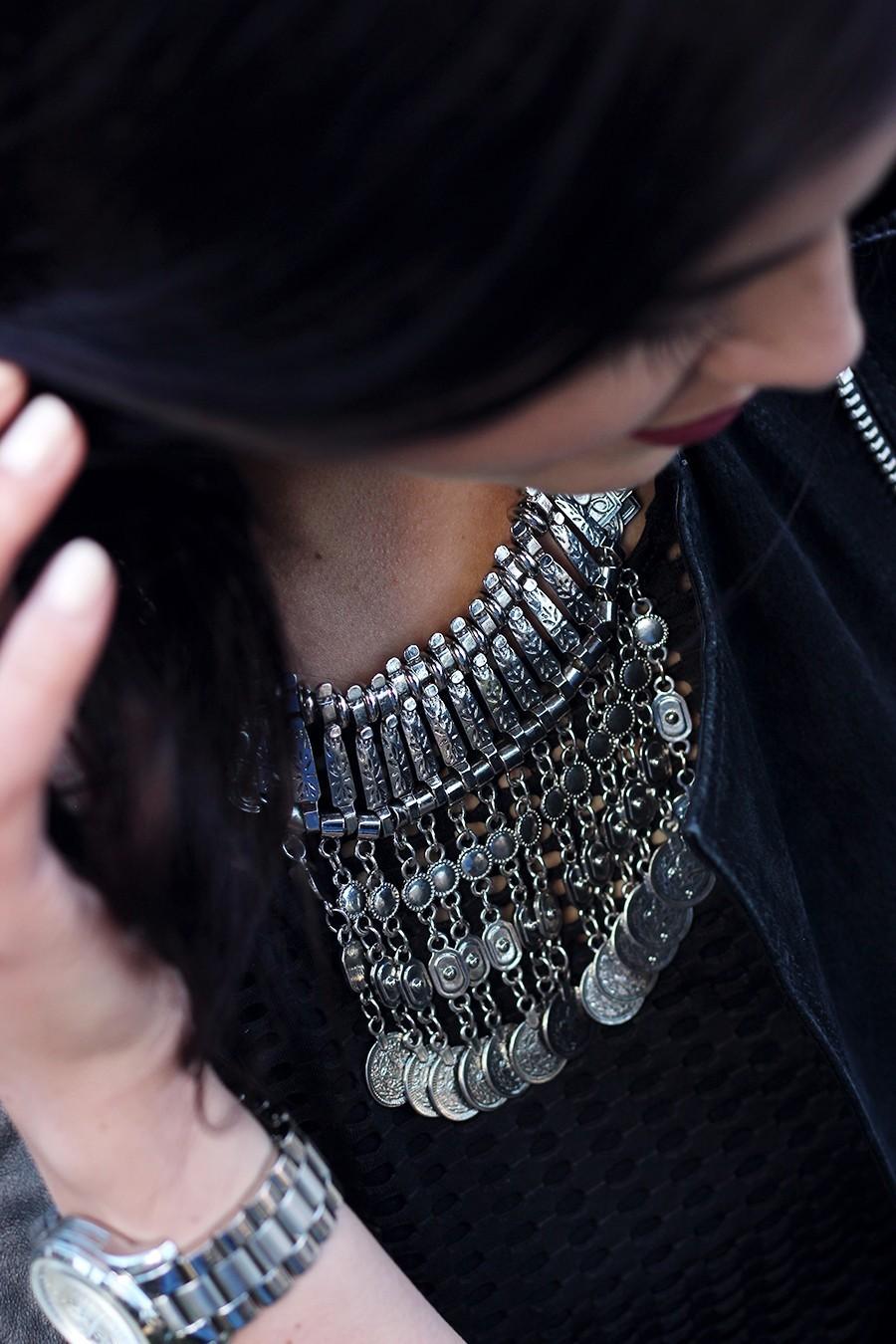 silver-statement-necklace-wear