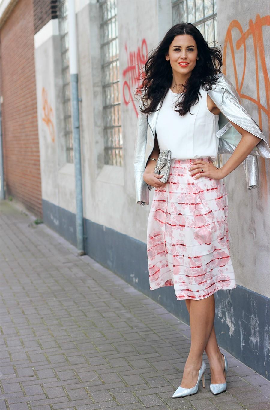 wear-midi-skirt